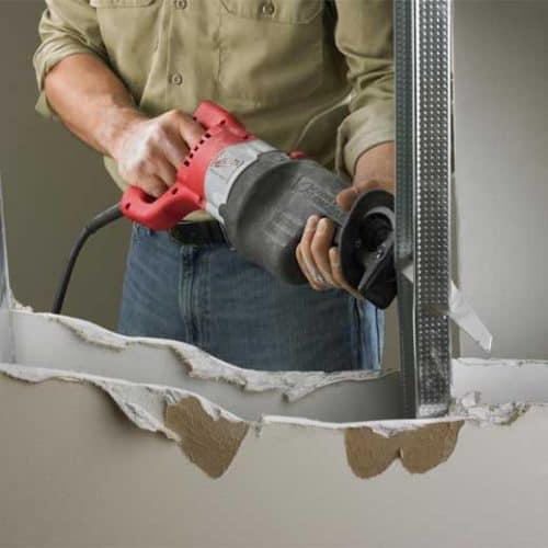 using reciprocating saw to cut metal
